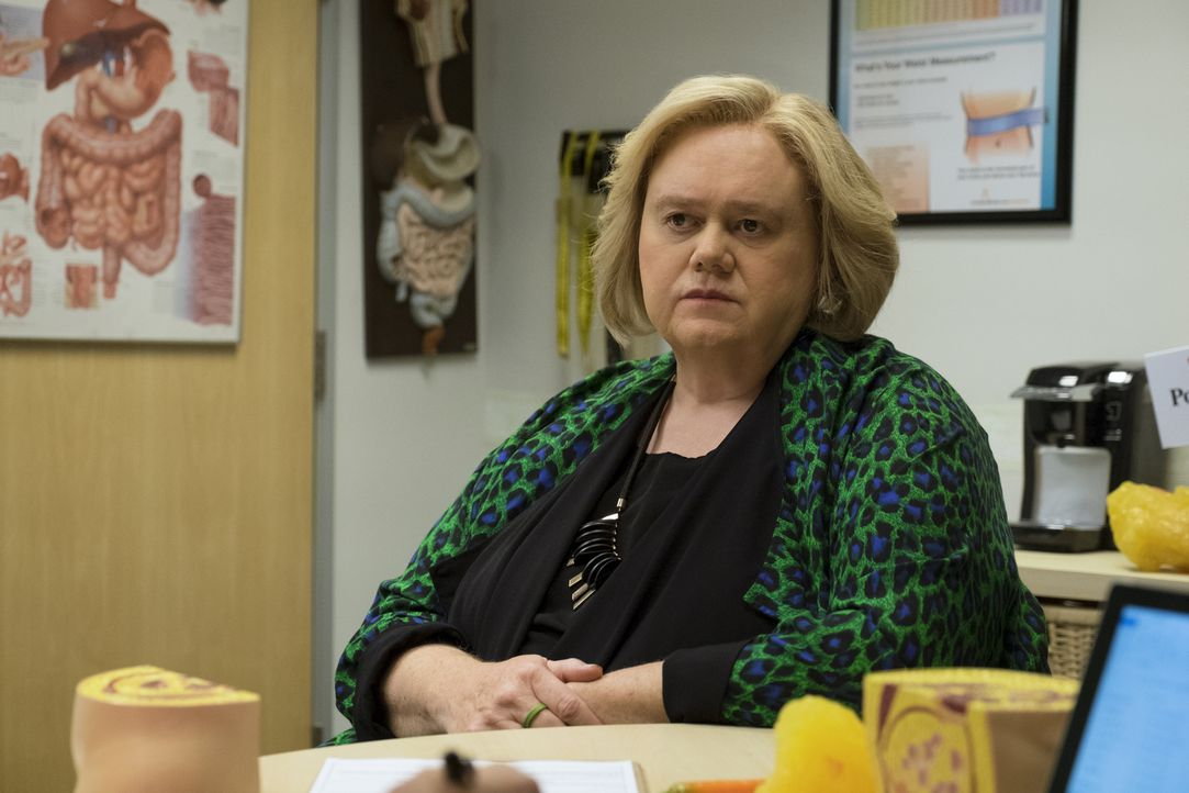 Christine (Louie Anderson) investiert das Geld vom Verkauf des Hauses ihrer Mutter in ein neues Projekt ... - Bildquelle: 2017 Fox and its related entities.  All rights reserved.