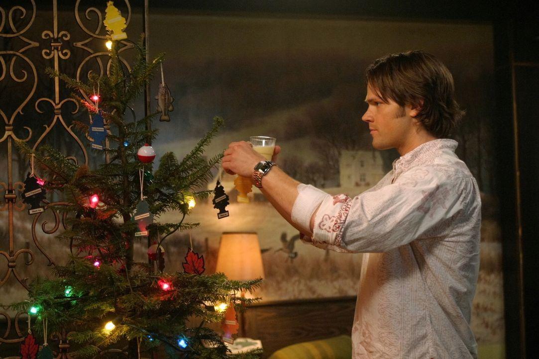 Obwohl er nicht bereit ist, zu akzeptieren, dass Dean bald sterben muss, erfüllt er ihm den Wunsch, ein traditionelles Weihnachtsfest zu feiern: Sam... - Bildquelle: Warner Bros. Television