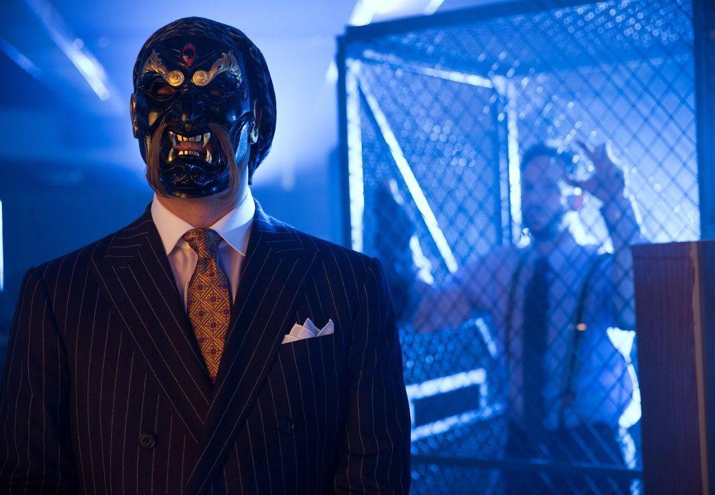 Gordon und Bullock ermitteln in einen illegalen Kampfklub, der von dem skrupellosen Finanzmanager Richard Sionis (Todd Stashwick, l.), betrieben wir... - Bildquelle: Warner Bros. Entertainment, Inc.
