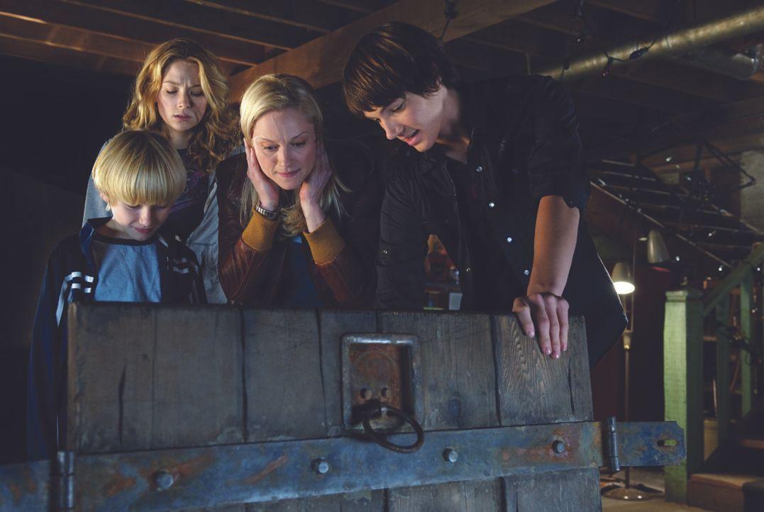 Die alleinerziehende Mutter Susan (Teri Polo, 2.v.r.) zieht mit ihren beiden Söhnen Lucas (Nathan Gamble, l.) und Dane (Chris Massoglia, r.) von New... - Bildquelle: 2009 Ed Araquel/Bold FIlms