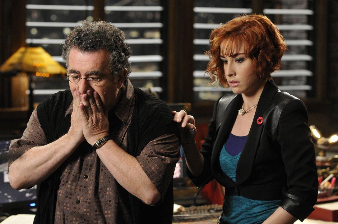 Artie (Saul Rubinek, l.) und Claudia (Allison, Scagliotti, r.) machen sich große Sorgen um Mrs. Frederick, denn die ist plötzlich schwer krank gewor... - Bildquelle: Steve Wilkie SCI FI Channel