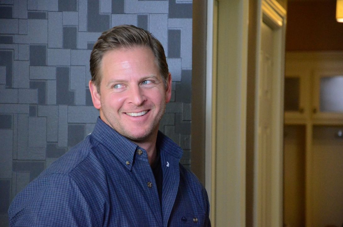 Jason Cameron (Foto) freut sich auf die Umbauarbeiten in Kris Humphries Haus. Er hat schon einige Pläne geschmiedet ... - Bildquelle: 2012, DIY Network/Scripps Networks, LLC.  All Rights Reserved