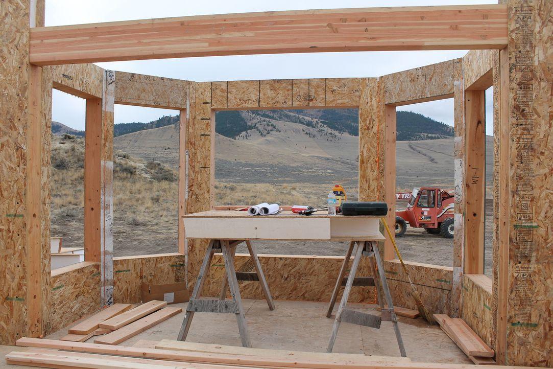 Jon und Etta müssen sich beeilen, wenn sie ihr Haus noch vor dem Einbruch des Winters fertig stellen wollen, denn der Winter im Nordwesten Montanas... - Bildquelle: 2016,DIY Network/Scripps Networks, LLC. All Rights Reserved