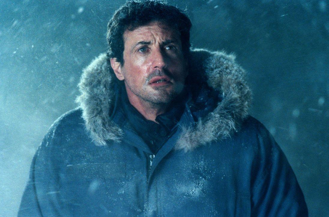 Der FBI-Agent Jake Malloy (Sylvester Stallone) jagt einen Serienmörder, der bereits neun Polizisten getötet hat. - Bildquelle: Universal Pictures