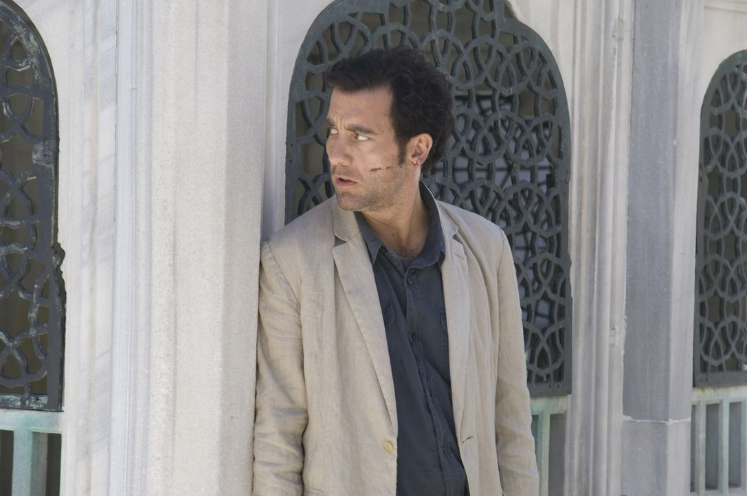 Als Interpol-Agent Louis Salinger (Clive Owen) klar wird, dass die mächtige Bank ihre Gegner rücksichtslos aus dem Weg räumt, ändert er seine Strate... - Bildquelle: 2009 Columbia Pictures Industries, Inc. and Beverly Blvd LLC. All Rights Reserved.