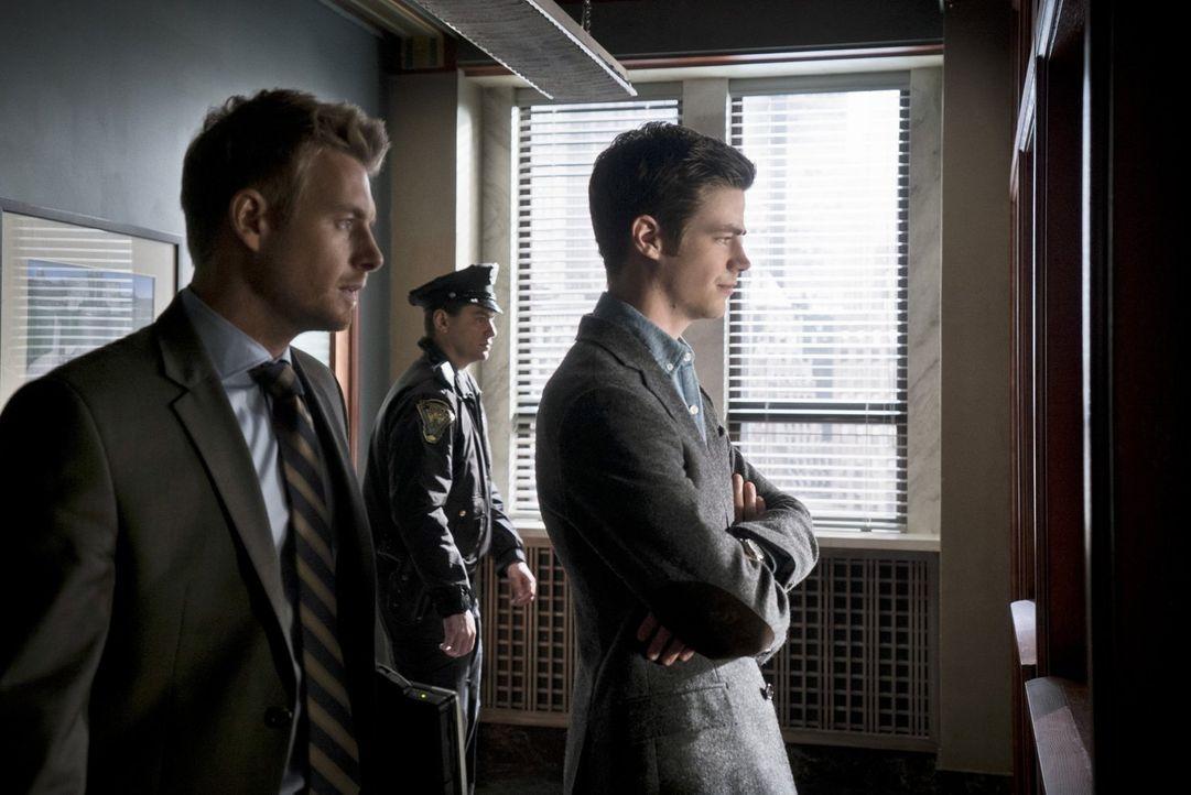 Eddie (Rick Cosnett, l.) und Barry (Grant Gustin, r.) stehen vor einem Rätsel, als sie ein Meta-Wesen schnappen sollen, dass die Gestalt jeder Perso... - Bildquelle: Warner Brothers.