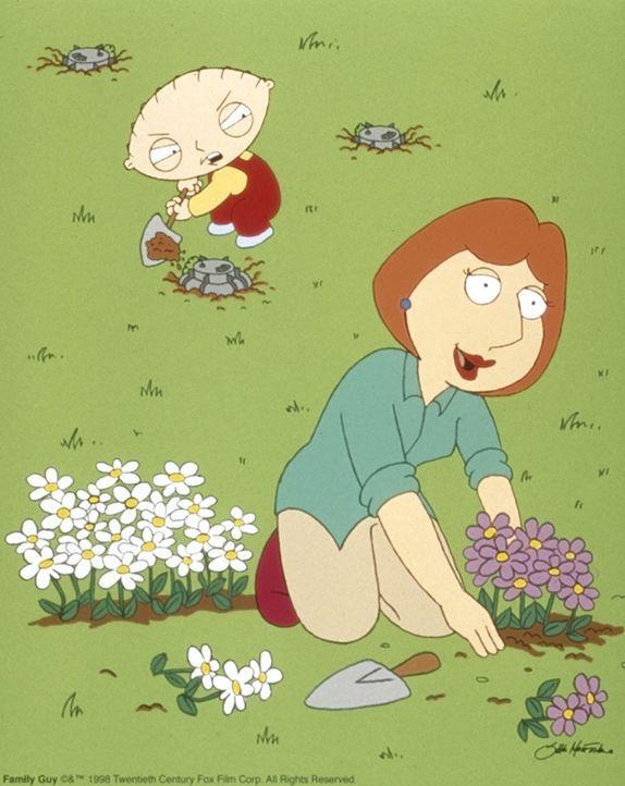 (1. Staffel) - Seit seiner Geburt plant der jüngste Griffin, Stewie (l.), den Mord an seiner eigenen Mutter (r.). - Bildquelle: TM +   2000 Twentieth Century Fox Film Corporation. All Rights Reserved.
