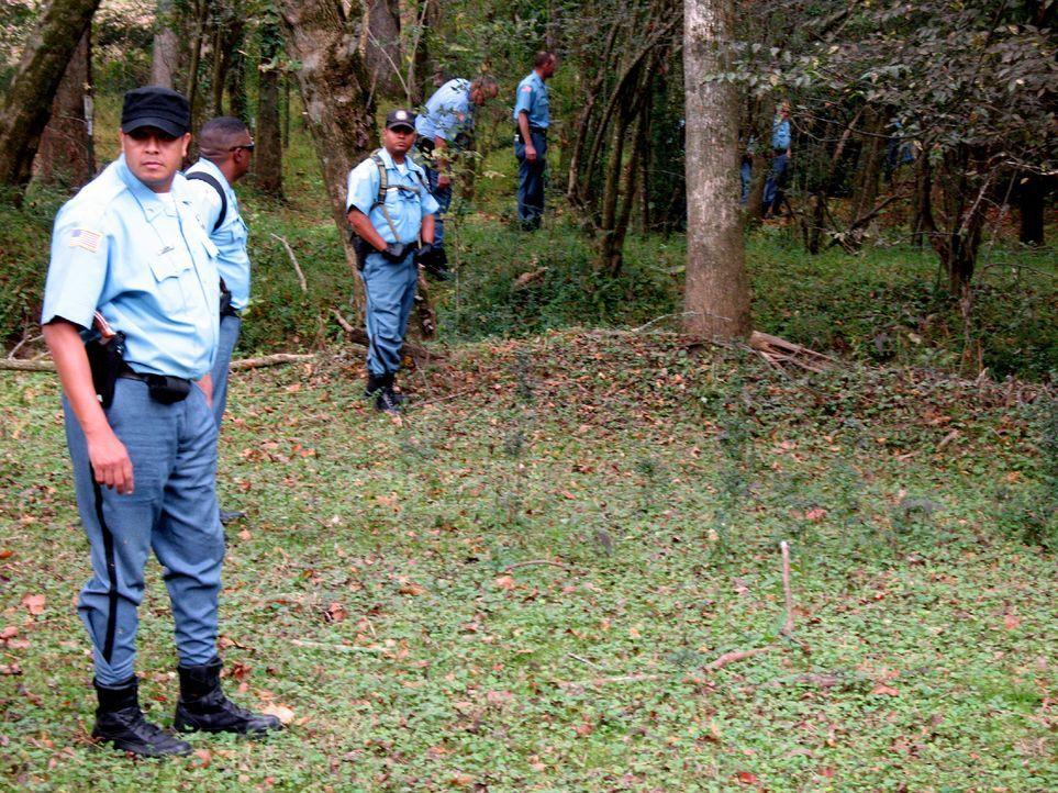 Können die Beamten zwei flüchtige Straftäter in den umliegenden Wäldern aufspüren? - Bildquelle: Justin Weinrich part2 pictures