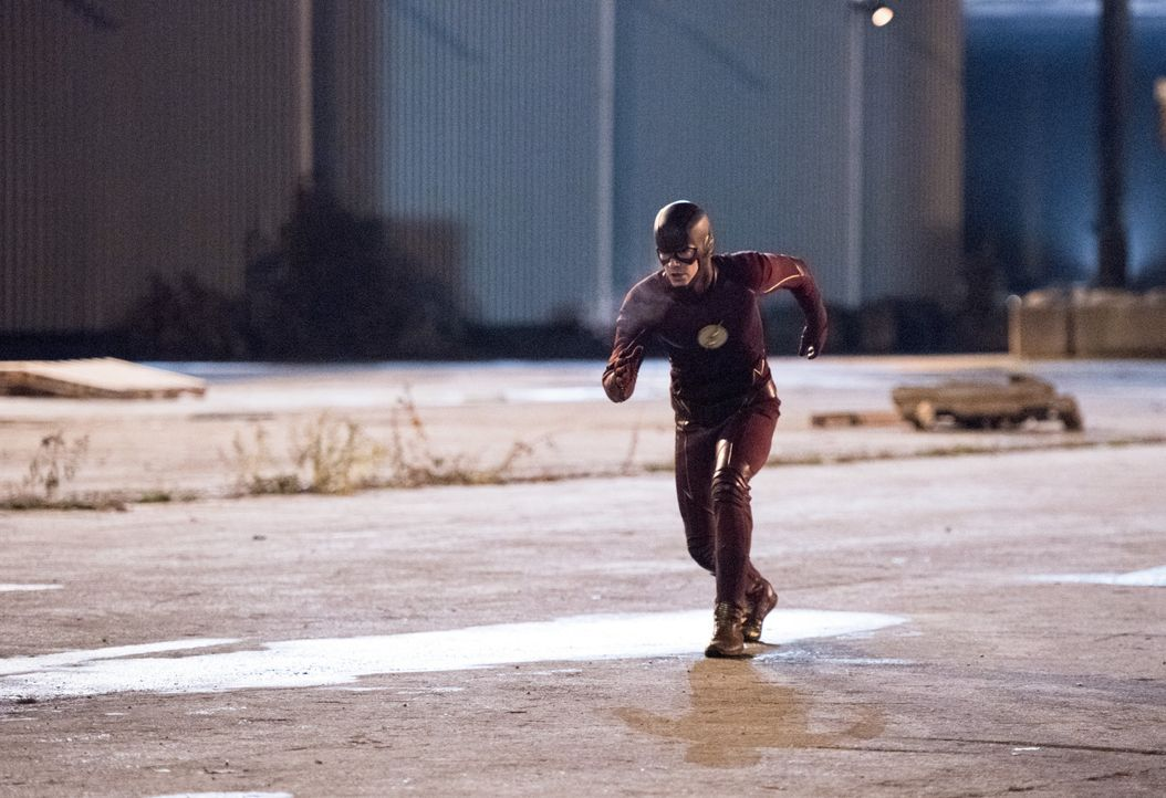 Noch ahnt Barry alias The Flash (Grant Gustin) nicht, was die Erfindung von Dr. Wells mit ihm anstellen wird ... - Bildquelle: 2015 Warner Brothers.