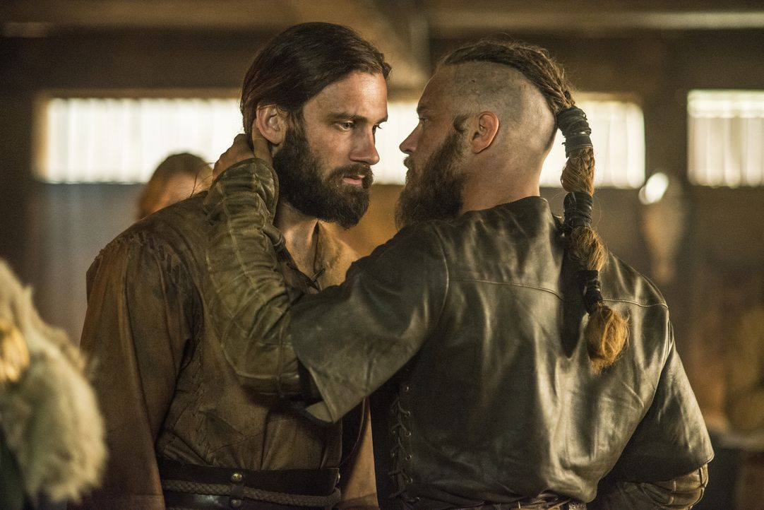 Vier Jahre sind vergangen, seitdem Ragnar (Travis Fimmel, r.) zum Earl ernannt wurde und mittlerweile hat er auch Rollo (Clive Standen, l.), seinen... - Bildquelle: 2014 TM TELEVISION PRODUCTIONS LIMITED/T5 VIKINGS PRODUCTIONS INC. ALL RIGHTS RESERVED.