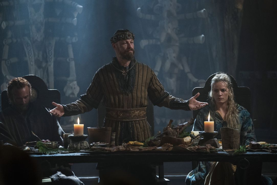(v.l.n.r.) Erik (Eric Johnson); Harald (Peter Franzén); Ingrid (Lucy Martin) - Bildquelle: 2020 TM Productions Limited / T5 Vikings IV Productions Inc. All Rights Reserved. An Ireland-Canada Co-Production.