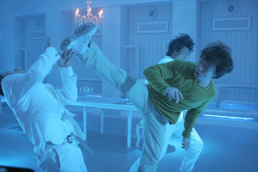 Äußerst schlagfertig: Einbrecher Thongs (Jackie Chan, r.) mischt auch mal gerne bei den Triaden auf ...