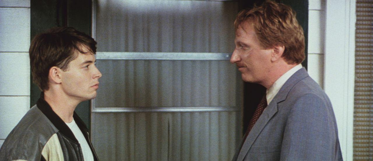 Der notorische Schulschwänzer Ferris (Matthew Broderick, l.) begibt sich auf einen kleinen Ausflug in die pulsierende Großstadt Chicago - dabei imme... - Bildquelle: Paramount Pictures