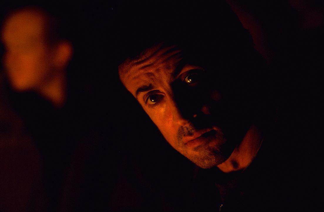 Jake Malloy (Sylvester Stallone) ertränkt seine Probleme im Alkohol ... - Bildquelle: Universal Pictures