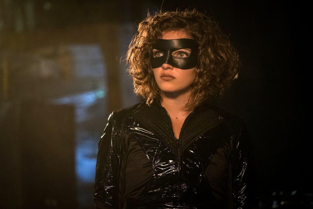 Selina (Camren Bicandova) will nicht hinnehmen, dass ihre neue Gemeinschaft zerbricht. Unterdessen wird Bruce von einer alten Freundin überredet, ei... - Bildquelle: 2017 Warner Bros.