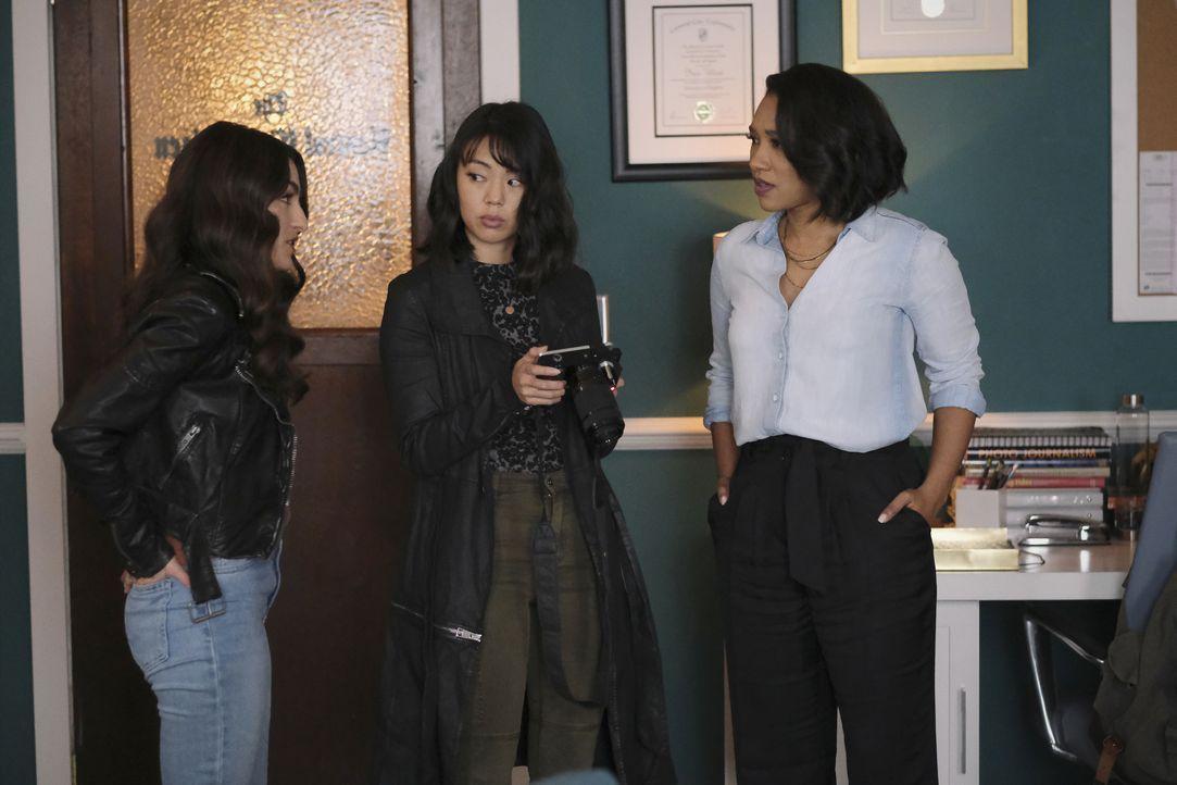 (v.l.n.r.) Allegra Garcia (Kayla Compton); Kamilla Hwang (Victoria Park); Iris West-Allen (Candice Patton) - Bildquelle: Warner Bros. Entertainment Inc. All Rights Reserved.