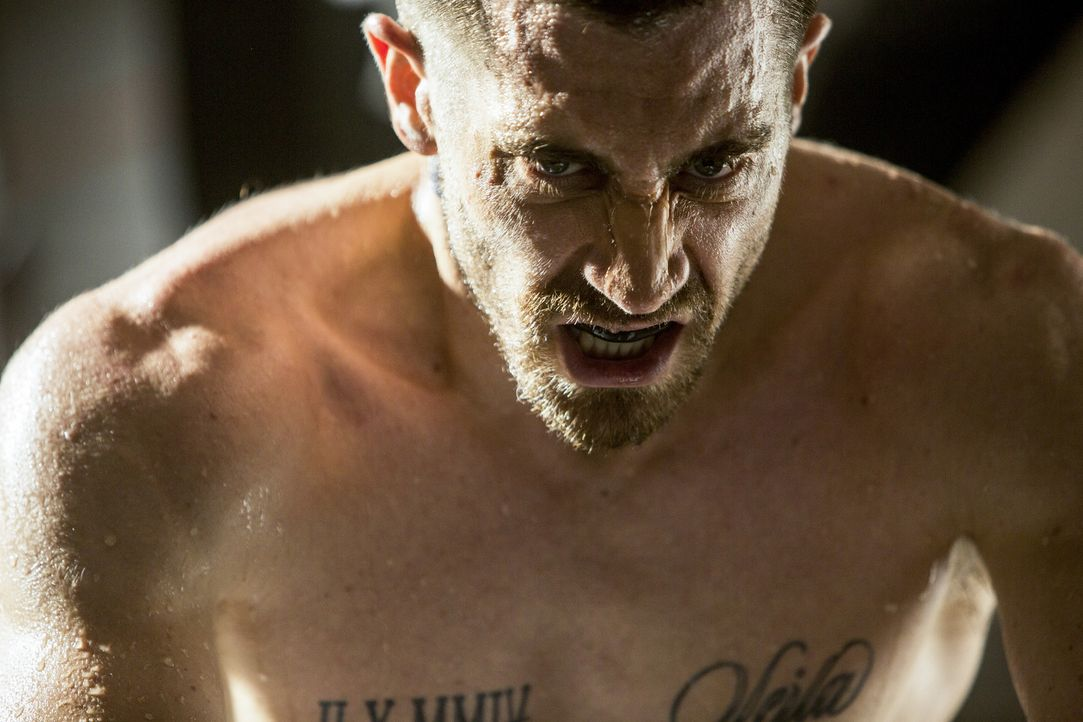 Als Halbschwergewichts-Champion schwebt Billy Hope (Jake Gyllenhaal) auf einer Welle des Erfolges, doch nach einer blutigen Auseinandersetzung mit e... - Bildquelle: Scott Garfield Tobis Film/   2014 The Weinstein Company. All Rights reserved.