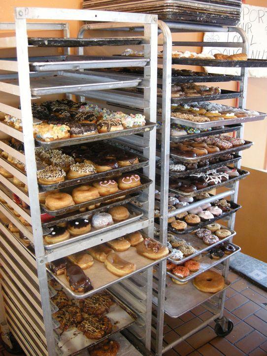 Ein Paradies für jeden Donutfan: Voodoo Doughnuts in Portland lassen nicht nur Adams Herz höher schlagen ... - Bildquelle: Ryder Greene The Travel Channel, L.L.C.