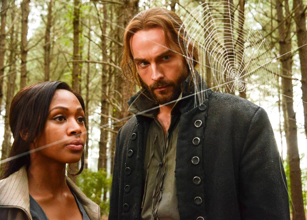 Ein neuer Fall wartet auf Ichabod (Tom Mison, r.) und Abbie (Nicole Beharie, l.) ... - Bildquelle: 2013 Twentieth Century Fox Film Corporation. All rights reserved.