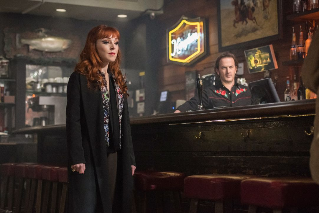 Rowena (Ruth Connell, l.); Gabriel (Richard Speight Jr., r.) - Bildquelle: Dean Buscher 2018 The CW Network, LLC. All Rights Reserved / Dean Buscher