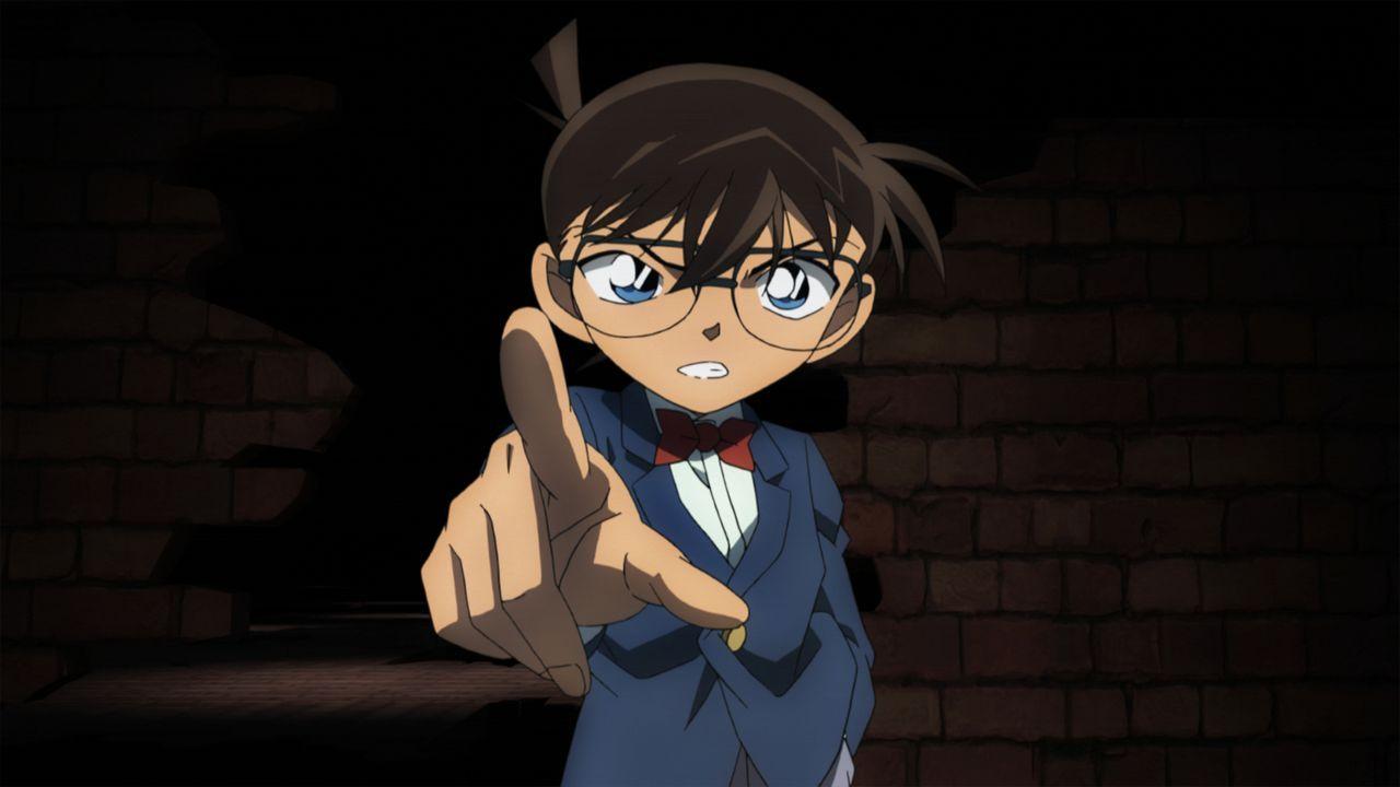 Als auf einem Schiff ein Mitglied der japanischen Selbstverteidigungsstreitkräfte tot aufgefunden wird, machen sich Conan (Bild) und seine Freunde d... - Bildquelle: GOSHO AOYAMA / DETECTIVE CONAN COMMITTEE