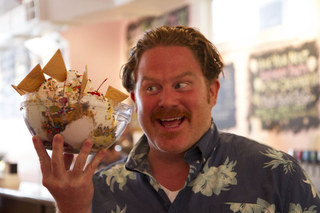"""Gigantisch: In der """"Creole Creamery"""" muss sich Casey der """"Tchoupitoulas Challenge"""" stellen, einem Mammut-Eisberg mit acht Kugeln und acht Toppings ... - Bildquelle: 2017,The Travel Channel, L.L.C. All Rights Reserved."""