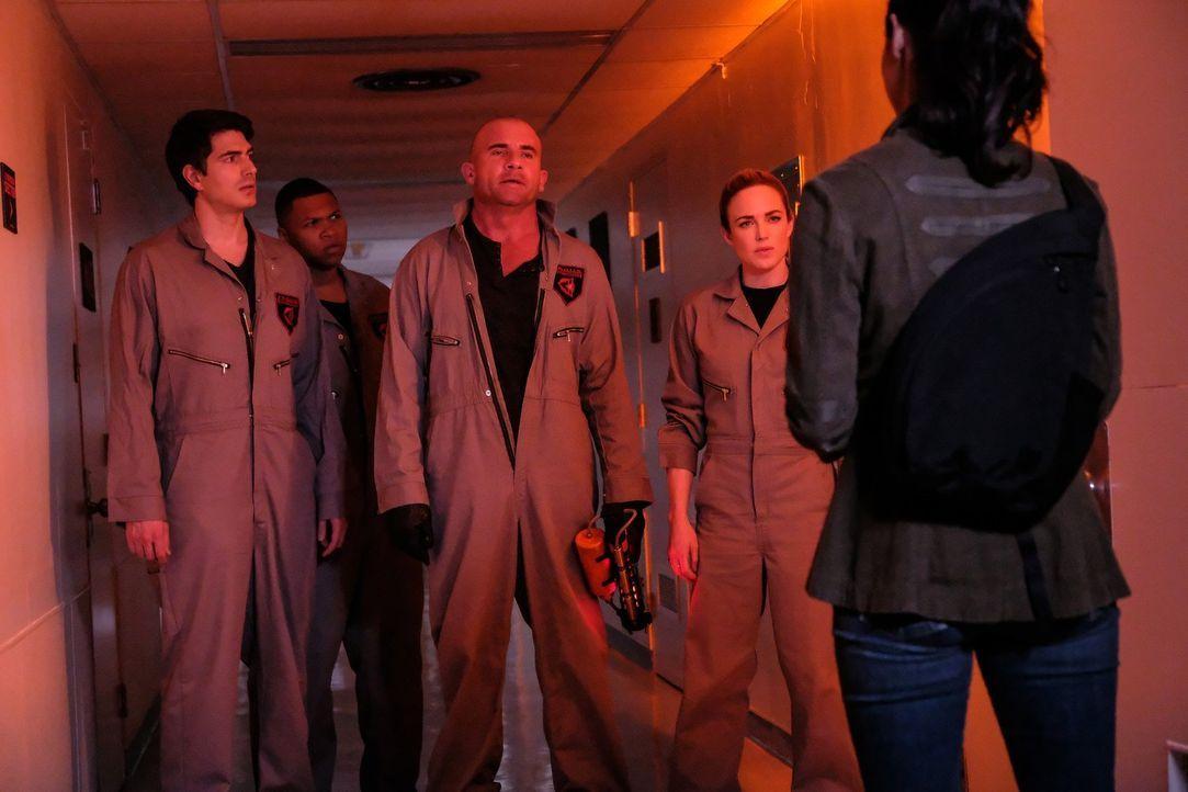 Geraten in Schwierigkeiten, als sie einem Time Bureau Agent helfen wollen: (v.l.n.r.) Ray (Brandon Routh), Jackson (Franz Drameh), Mick (Dominic Pur... - Bildquelle: 2017 Warner Bros.
