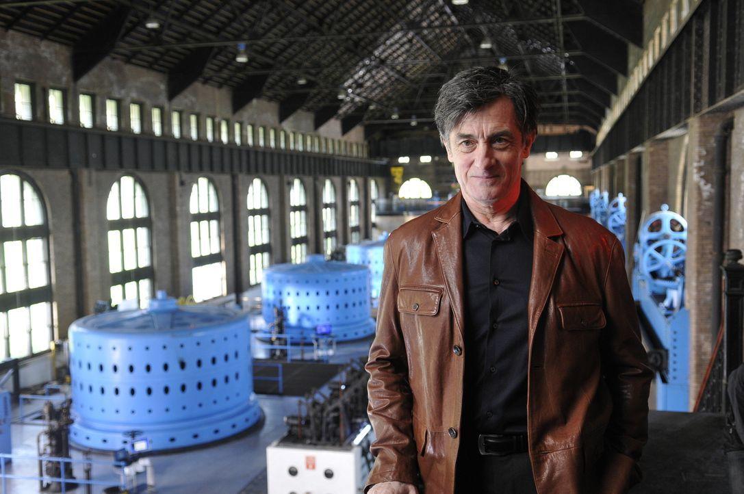 """Nachdem MacPherson (Roger Rees) Teile des """"Warehouse 13"""" zerstört und dabei noch eine Gefangene befreit hat, befindet er sich auf der Flucht vor Art... - Bildquelle: Steve Wilkie SCI FI Channel"""