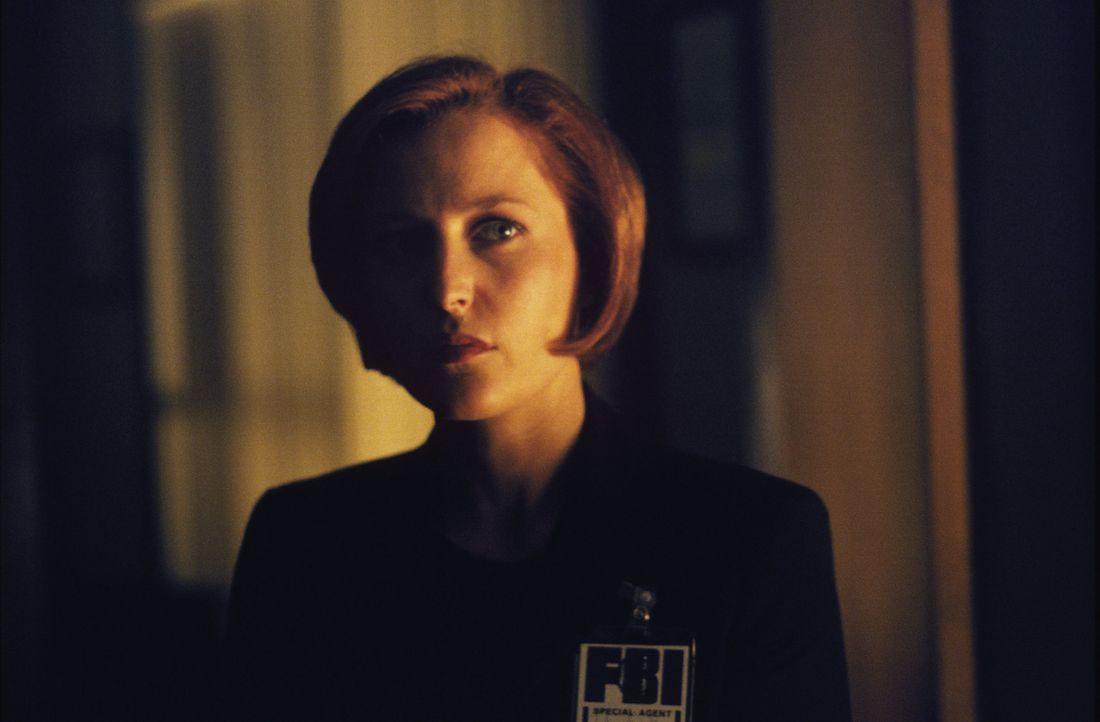 Hat der aktuelle Fall tatsächlich etwas mit der vermutlichen Entführung Mulders Schwester durch Aliens vor mehr als 25 Jahren zu tun? Special Agent... - Bildquelle: TM +   2000 Twentieth Century Fox Film Corporation. All Rights Reserved.