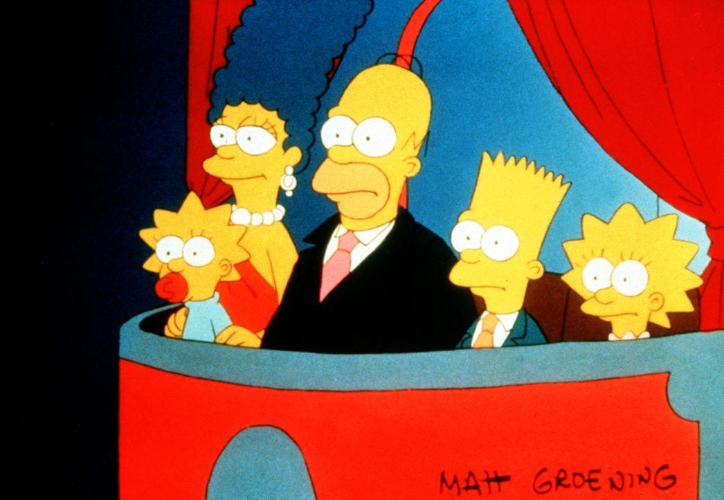 (1. Staffel) - Eine ungewöhnliche Situation: (v.l.n.r.) Maggie, Marge, Homer, Bart und Lisa besuchen die Oper. - Bildquelle: und TM Twentieth Century Fox Film Corporation - Alle Rechte vorbehalten
