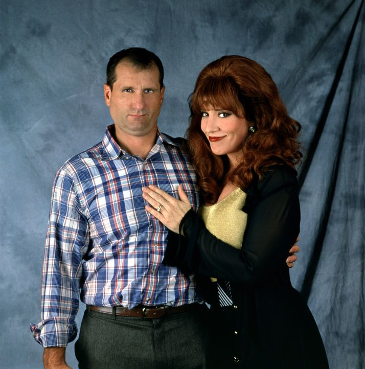 (7. Staffel) - Gegensätze ziehen sich an: Al Bundy (Ed O'Neill, l.) und seine Frau Peggy (Katey Sagal, r.) - Bildquelle: Sony Pictures Television International. All Rights Reserved.
