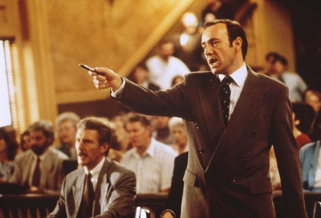 Der eiskalt berechnende Staatsanwalt Rufus Buckley (Kevin Spacey) arbeitet mit Methoden, die nicht ganz koscher sind ... - Bildquelle: Warner Bros.