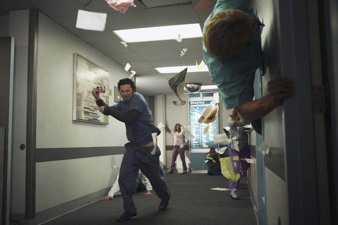 J.D. (Zach Braff, l.) hat wie immer alle Hände voll zu tun, um Chaos im Krankenhaus zu verbreiten ... - Bildquelle: Touchstone Television