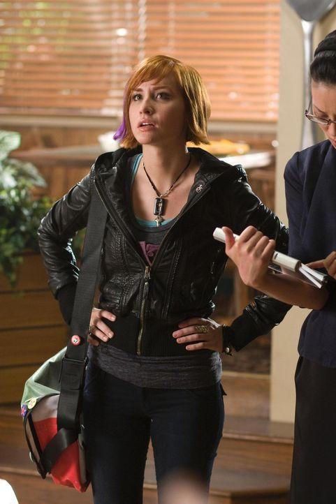 Taucht plötzlich in Eureka auf: Claudia (Allison Scagliotti) ... - Bildquelle: Universal Television