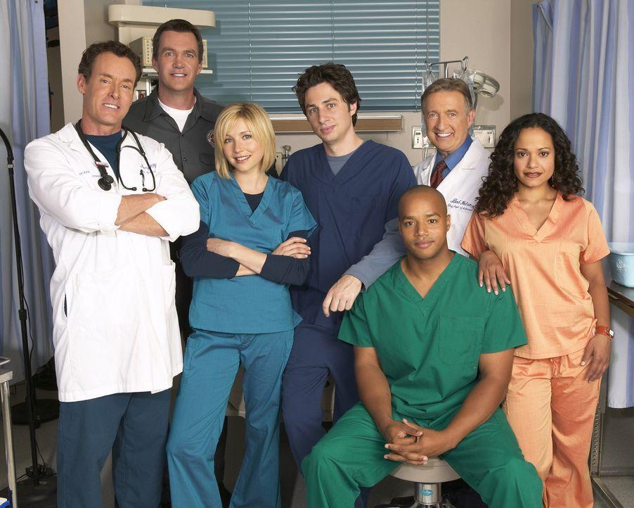 (5. Staffel) - Die Belegschaft des Sacred Heart Hospitals muss täglich mit neuen Überraschungen rechnen: J.D. (Zach Braff, M.), Turk (Donald Faison,... - Bildquelle: Touchstone Television