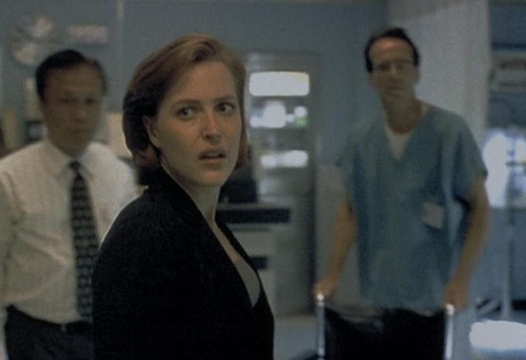 Scully (Gillian Anderson, M.) muss entsetzt feststellen, dass der von ihr in das Krankenhaus eingelieferte kleine Junge entführt wurde. - Bildquelle: TM +   2000 Twentieth Century Fox Film Corporation. All Rights Reserved.