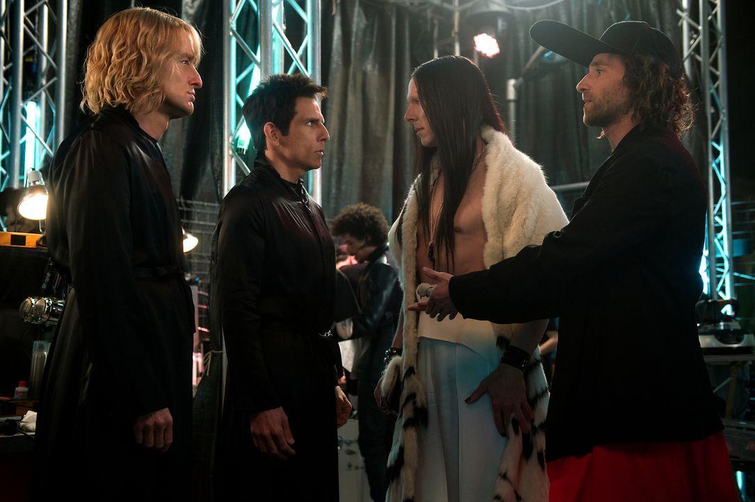 Als eine Reihe von Morden an VIPs die Szene unruhig werden lässt, nehmen Hansel (Owen Wilson, l.) und Derek (Ben Stiller, 2.v.l.) die Ermittlungen i... - Bildquelle: 2016 Paramount Pictures