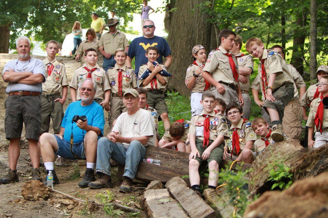 Dieses Mal helfen Mark und seine Jungs einer Gruppe von Pfadfindern, ihre alte Hütte wieder auf Vordermann zu bringen ... - Bildquelle: 2015, DIY Network/Scripps Networks, LLC. All Rights Reserved.