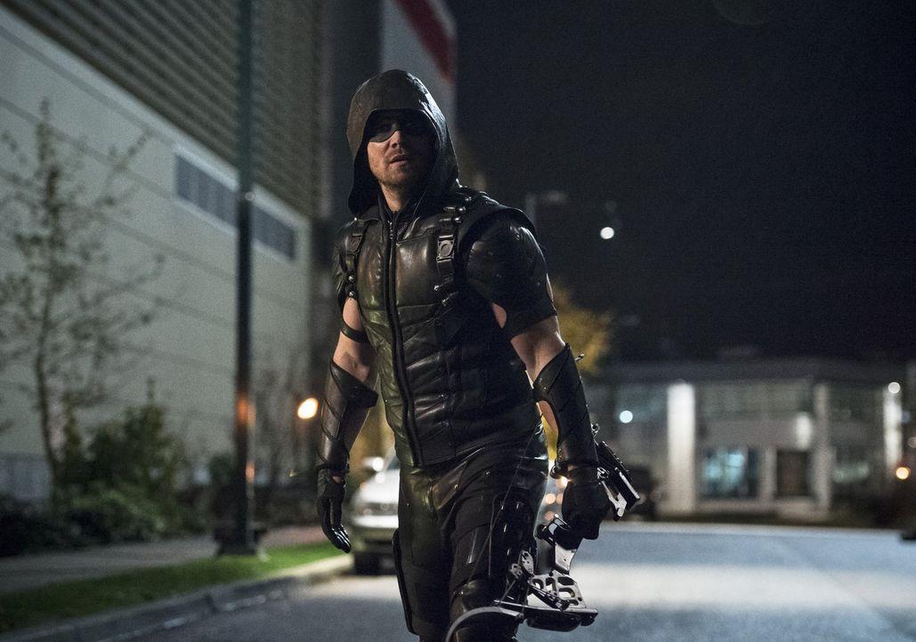 Ungewöhnliche Feinde erfordern ungewöhnliche Vorgehensweisen: Das weiß Oliver alias Green Arrow (Stephen Amell) nur zu gut ... - Bildquelle: 2015 Warner Brothers.