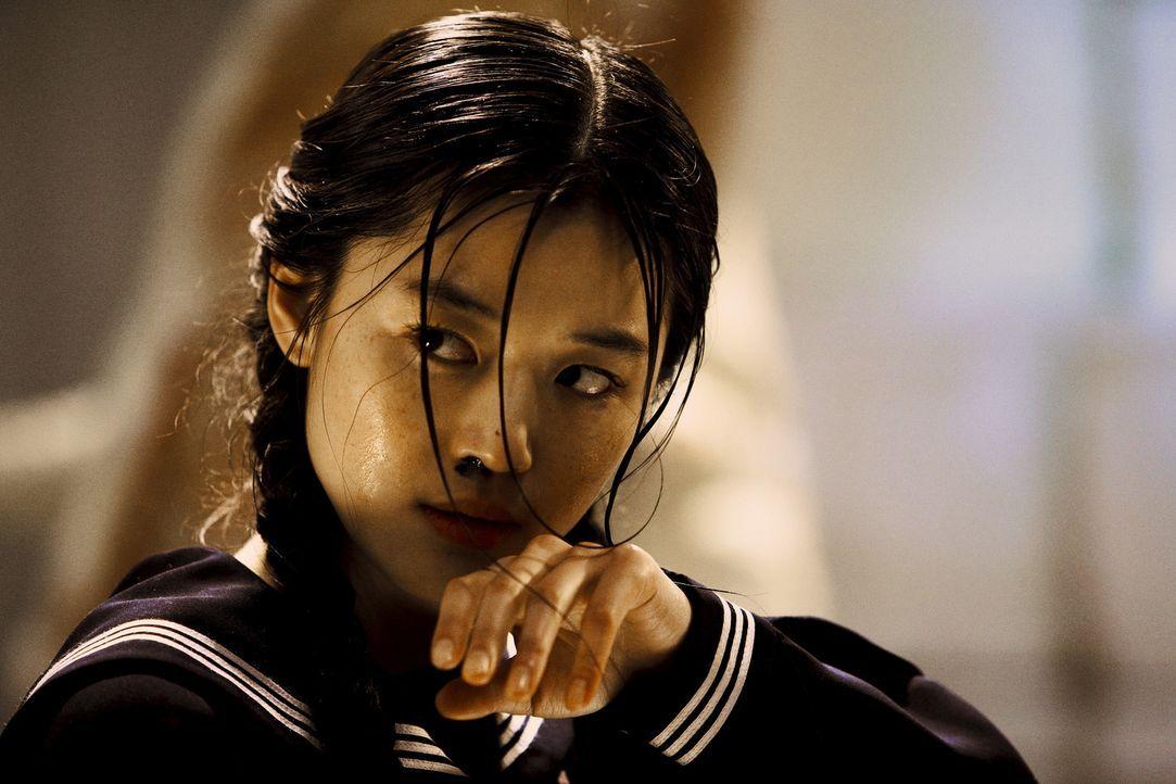 Sie ist halber Vampir und halber Mensch: Eines Tages wird Saya (Gianna Jun) in eine amerikanische Militärbasis in Tokio eingeschleust, um dort myste...