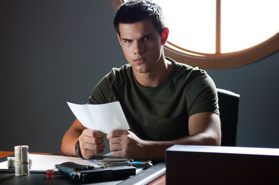 Als der 17-jährige Schüler Nathan (Taylor Lautner) beginnt, nach seiner wahren Identität zu forschen, wird er plötzlich zur Zielscheibe hochprofessi... - Bildquelle: 2011, Vertigo Entertainment, Gotham Group, Tailor Made, Quick Six Entertainment, Lionsgate Films Inc.