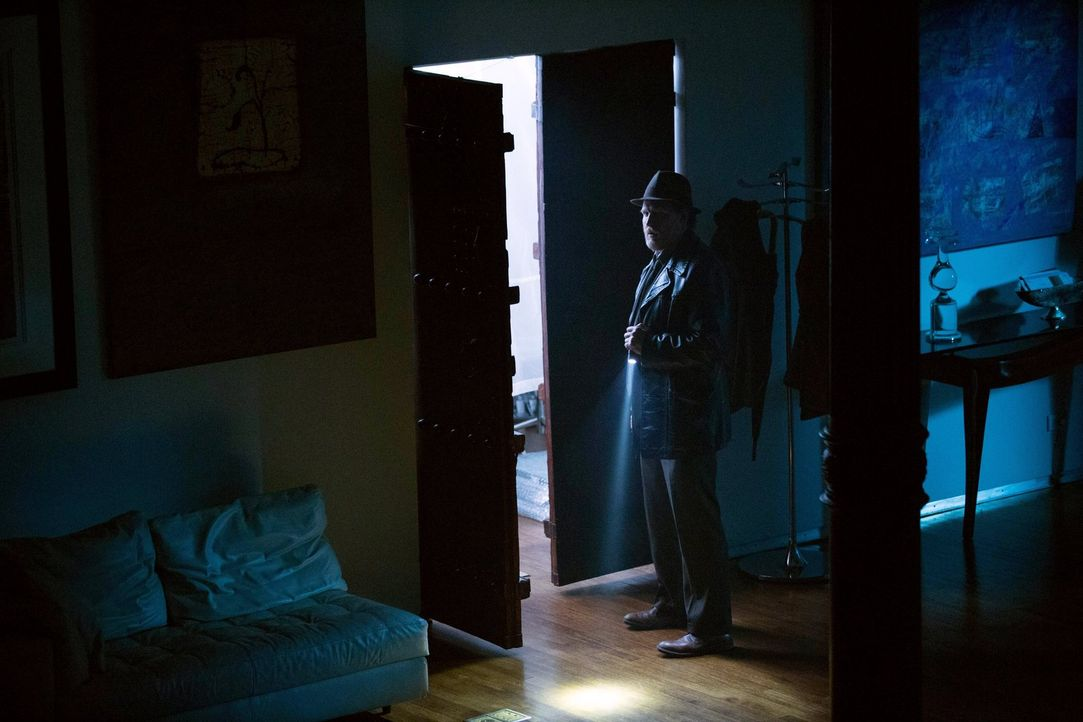 Können Gordon und Bullock (Donal Logue) Barbara noch rechtzeitig aus den Fängen von Ogre befreien? - Bildquelle: Warner Bros. Entertainment, Inc.