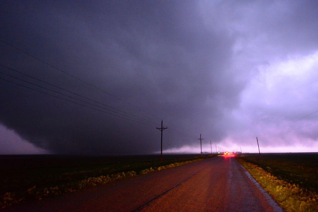 Greg, Ricky und Chris hoffen darauf, endlich einen spektakulären Sturm dokumentieren zu können, denn nicht immer ist das Glück auf ihrer Seite ...