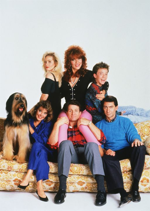 (3. Staffel) - Familie Bundy und ihre Nachbarn (von hinten l. nach vorne r.): Kelly (Christina Applegate), Peggy (Katey Sagal), Bud (David Faustino)... - Bildquelle: Sony Pictures Television International. All Rights Reserved.