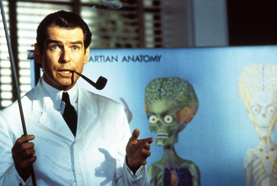 """""""Alien-Experte"""" Professor Donald Kessler (Pierce Brosnan) soll den Präsidenten von Amerika bei den Verhandlungen mit der außerirdischen Delegation u... - Bildquelle: Warner Bros. Pictures"""