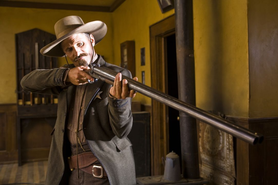 Everett (Viggo Mortensen) ist als Gehilfe von Virgil der perfekte Partner. Zusammen kämpfen sie für Recht und Odnung. Nur manchmal lässt er seinen G... - Bildquelle: Warner Bros.