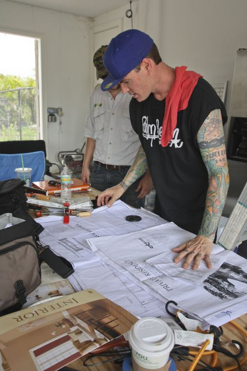 Für Vanilla Ice ist eine Garage nicht nur ein Abstellraum, sondern vielmehr ein Raum, in dem ein Mann entspannen und sich um seine teuren Autos kümm... - Bildquelle: 2012, DIY Network/Scripps Networks, LLC.  All Rights Reserved