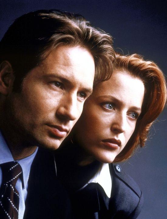 (7. Staffel) - Die FBI-Agenten Fox Mulder (David Duchovny, l.) und Dana Scully (Gillian Anderson, r.) erforschen ungewöhnliche Phänomene. - Bildquelle: TM +   2000 Twentieth Century Fox Film Corporation. All Rights Reserved.