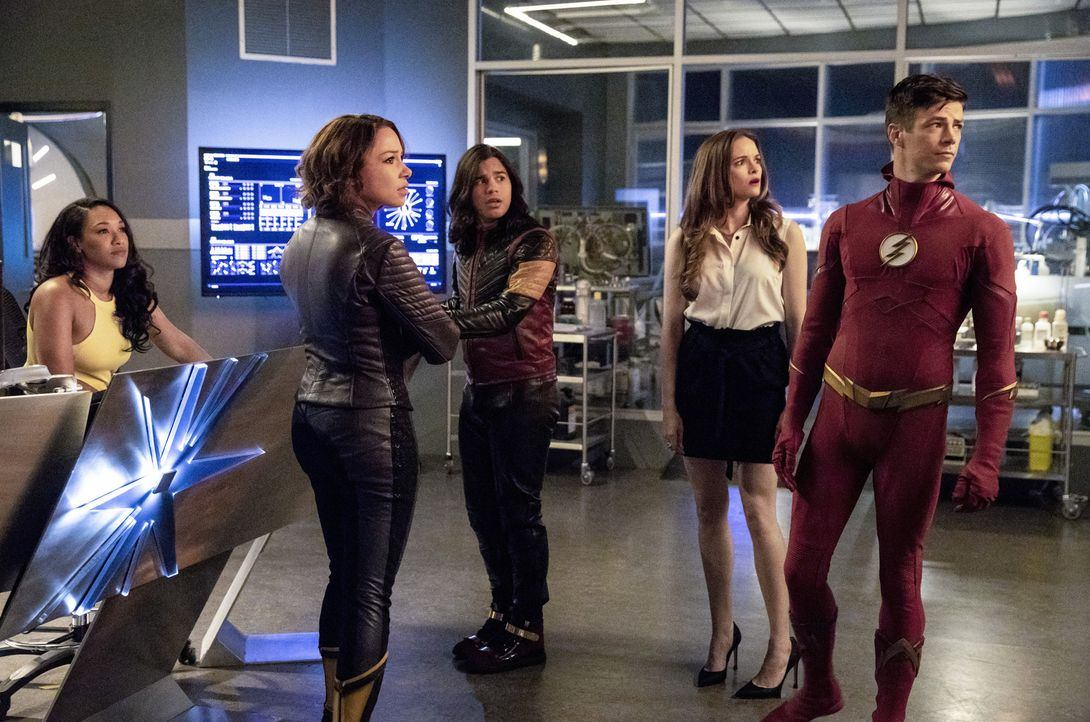 (v.l.n.r.) Iris (Candice Patton); Nora (Jessica Parker Kennedy); Cisco (Carlos Valdes); Caitlin (Danielle Panabaker); Barry (Grant Gustin) - Bildquelle: Jack Rowand 2018 The CW Network, LLC. All rights reserved.