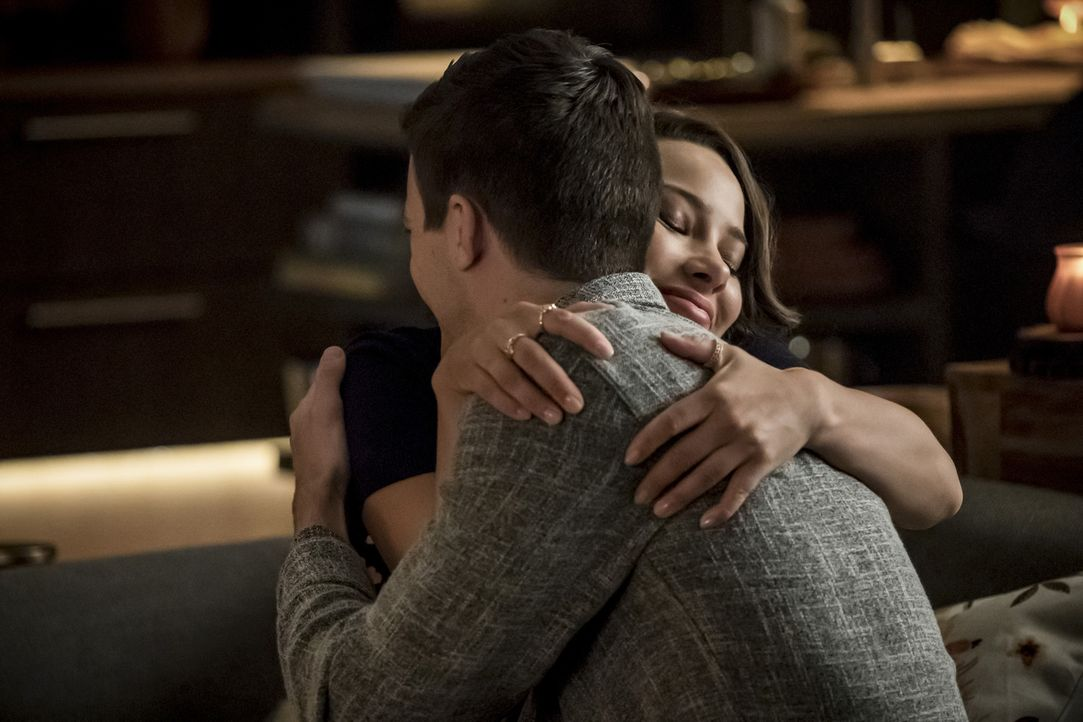 Nora (Jessica Parker Kennedy, l.); Barry (Grant Gustin, r.) - Bildquelle: Katie Yu 2018 The CW Network, LLC. All rights reserved.